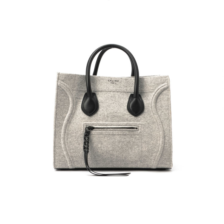 b155075db3b9 LXRandCo guarantees the authenticity of this vintage Céline Phantom handbag.  This stylish bag in beautiful light grey is made of wool. Good condition   (AB)