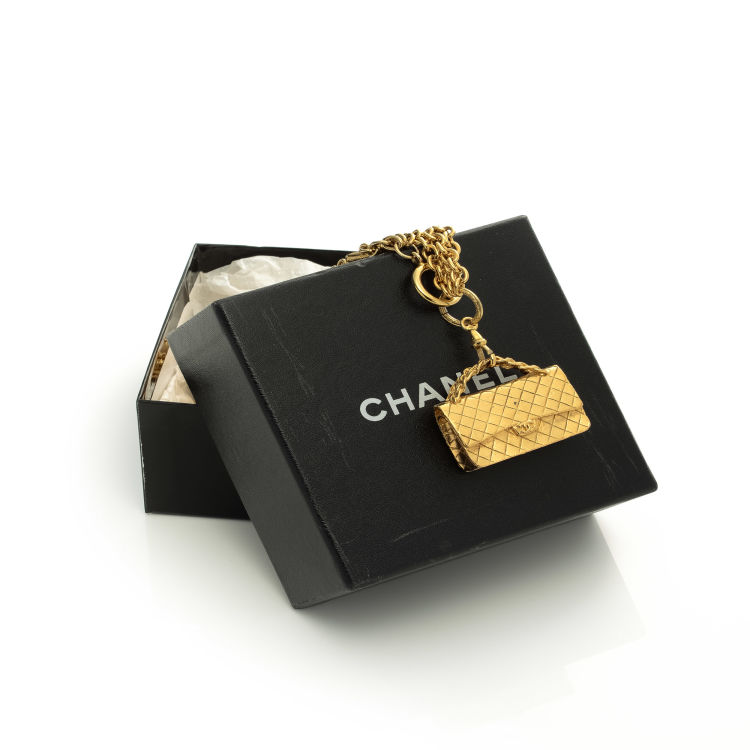 1acb2454d6e49d LXRandCo guarantees this is an authentic vintage Chanel 2. 55 Flap Bag  Charm necklace. This iconic chain in gold tone is made of 24k gold plated  on brass.