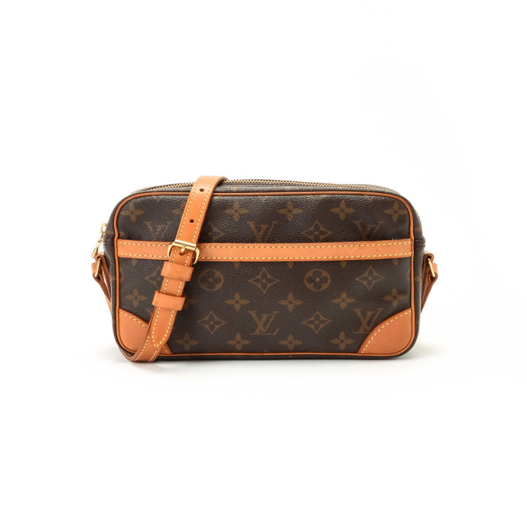 fa1a7a068bd3 LXRandCo guarantees the authenticity of this vintage Louis Vuitton  Trocadero 23 messenger   crossbody bag. This beautiful messenger   crossbody  bag was ...