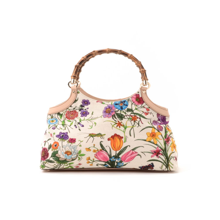 97cf488b6dd3 The authenticity of this vintage Gucci Flora Bamboo handbag is guaranteed  by LXRandCo. This everyday handbag in beautiful ivory is made of canvas.