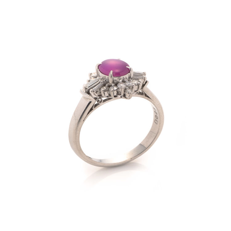 f9522aa66 The authenticity of this vintage Estate Jewelry Star Ruby & Diamond ring is  guaranteed by LXRandCo. This luxurious ring in pink is made of platinum.
