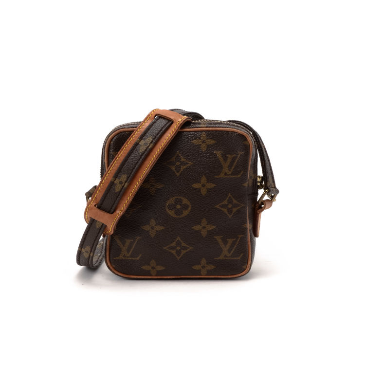 bdb5161f2d97 The authenticity of this vintage Louis Vuitton Mini Danube vanity case    pouch is guaranteed by LXRandCo. This everyday makeup case in brown is made  in ...