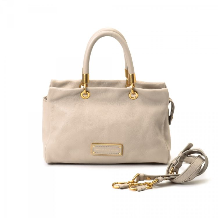 cc7ebf243579 The authenticity of this vintage Marc by Marc Jacobs Too Hot to Handle  Small Satchel messenger   crossbody bag is guaranteed by LXRandCo.