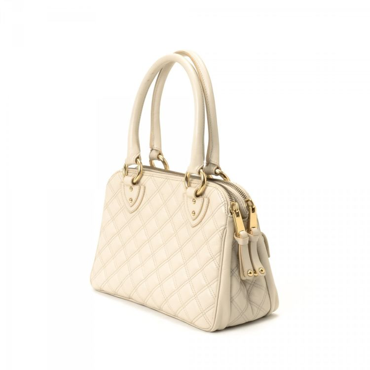 e869703c33d3 LXRandCo guarantees the authenticity of this vintage Marc Jacobs Quilted  Blake Bag handbag. This luxurious handbag comes in ivory leather.