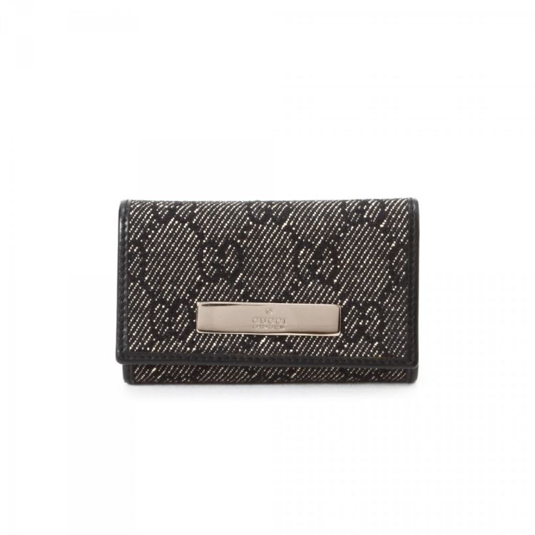 0817a512ff0 LXRandCo guarantees this is an authentic vintage Gucci key holder. This  signature key ring case in black is made in gg canvas. Very good condition   (A)
