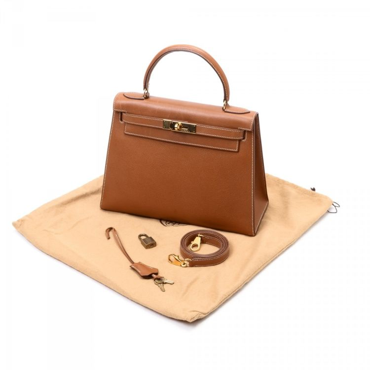 5b8ee2b478d2 This elegant purse in beautiful gold hermes gold is made in kelly 28  (sellier