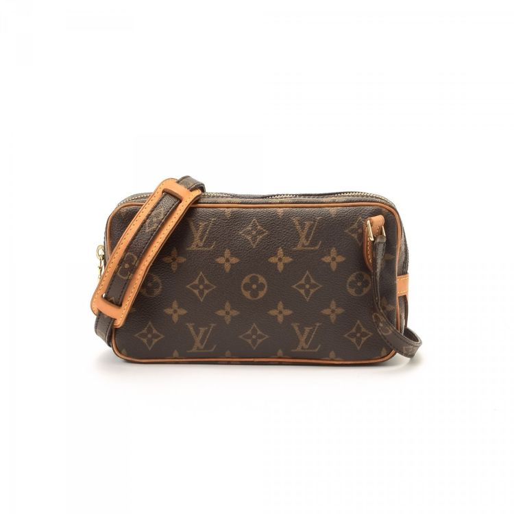 e44a9813c92e LXRandCo guarantees this is an authentic vintage Louis Vuitton Pochette Marly  Bandouliere messenger   crossbody bag. This refined messenger   crossbody  bag ...