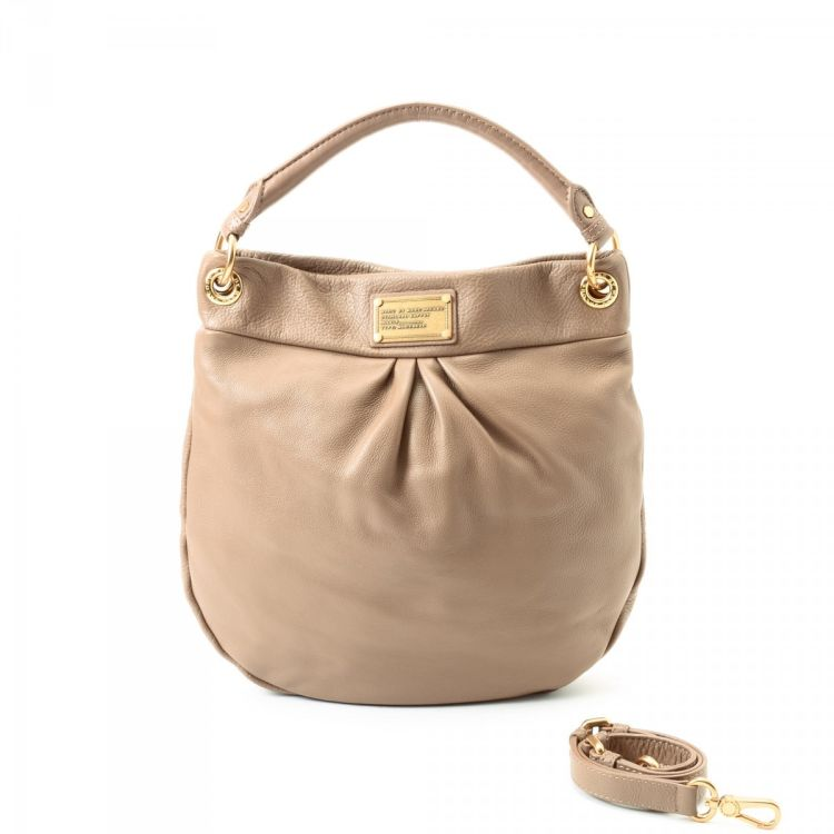 2b726c800b8c LXRandCo guarantees this is an authentic vintage Marc by Marc Jacobs  Classic Q Hillier Hobo shoulder bag. This iconic bag in beige is made of  leather.