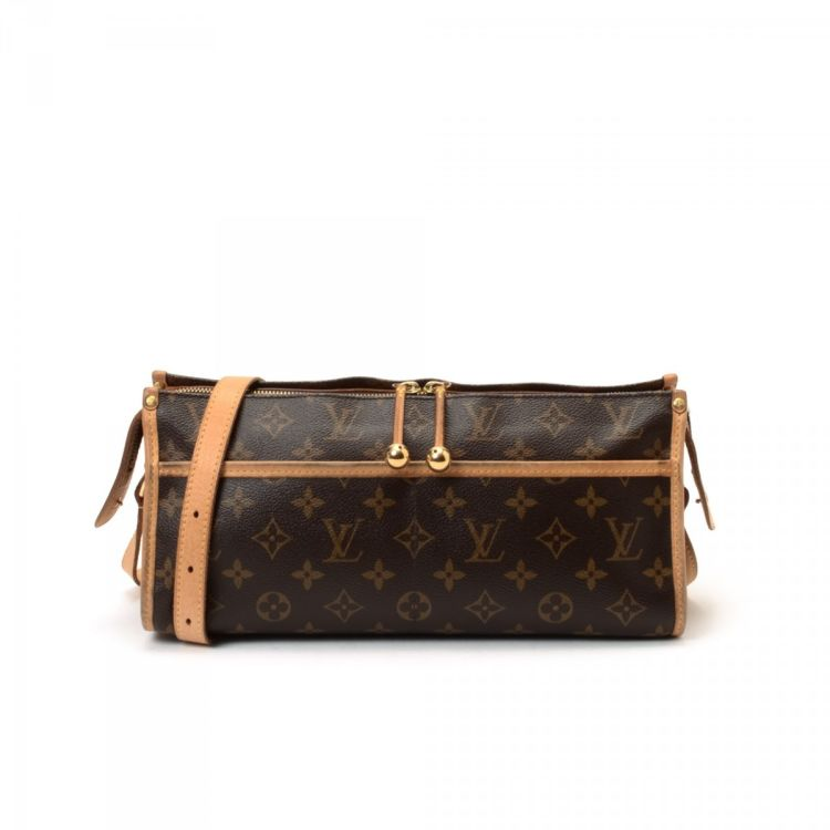 28afd6861e55 The authenticity of this vintage Louis Vuitton Popincourt Long messenger   crossbody  bag is guaranteed by LXRandCo. This refined crossbody in beautiful ...