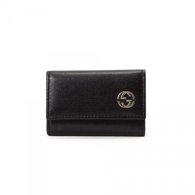 6888c7a2f98 LXRandCo guarantees the authenticity of this vintage Gucci key holder. This  signature key holder in beautiful black is made in guccissima leather.