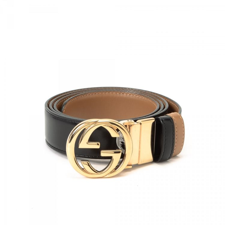 34b916e3b9e LXRandCo guarantees this is an authentic vintage Gucci Reversible belt.  This elegant belt was crafted in leather in beautiful black.