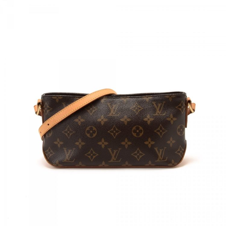 fd4f91de8f5 LXRandCo guarantees this is an authentic vintage Louis Vuitton Trotteur  messenger   crossbody bag. This sophisticated messenger   crossbody bag was  crafted ...