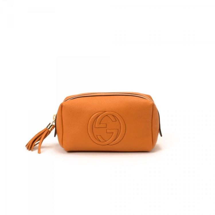 f827def63b2 LXRandCo guarantees the authenticity of this vintage Gucci Soho Pouch  vanity case   pouch. This iconic cosmetic case comes in beautiful orange  leather.