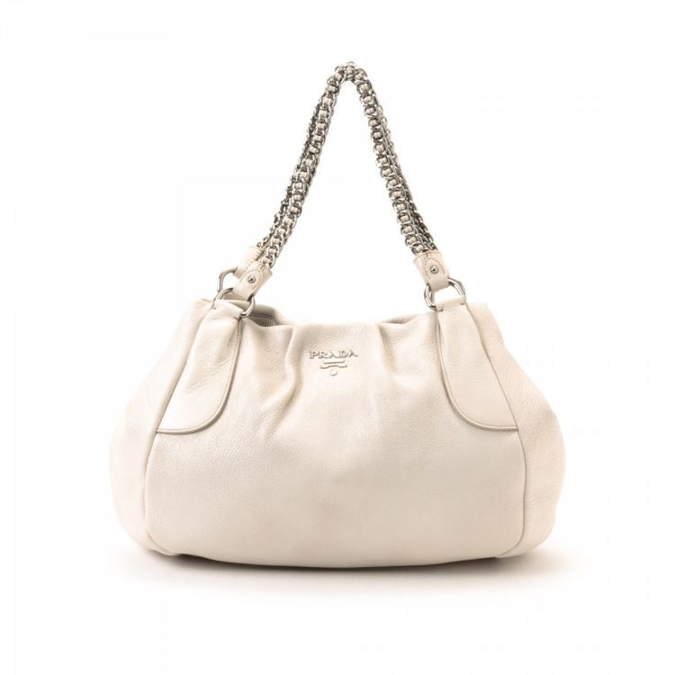 e68aa50ffa9c0e LXRandCo guarantees this is an authentic vintage Prada Chain tote. This  sophisticated tote bag was crafted in cervo lux deerskin in white.