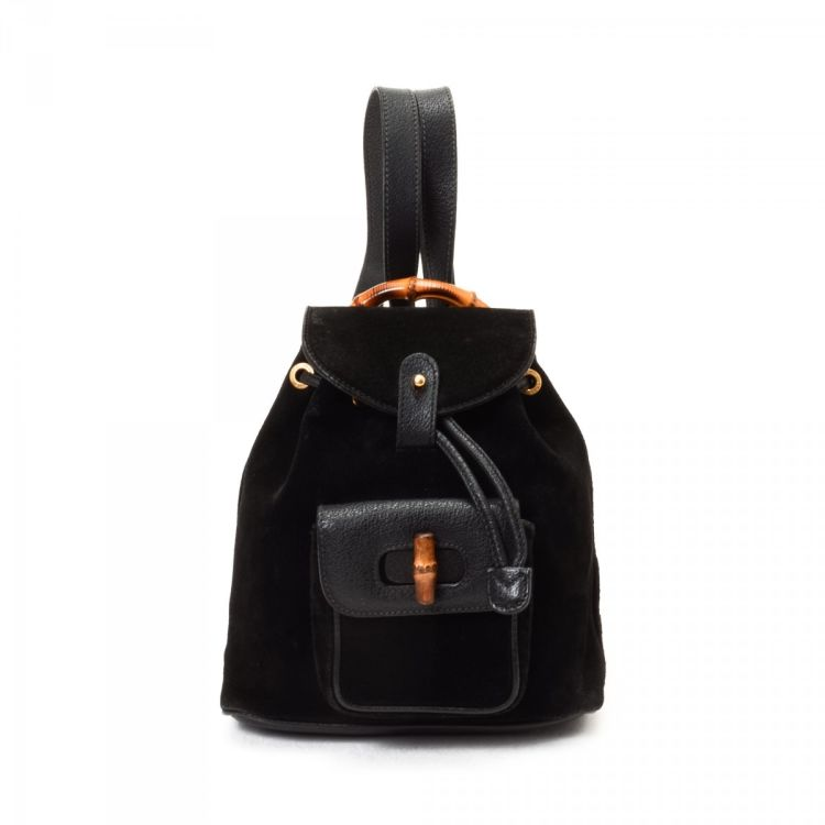 53c870bc7794 The authenticity of this vintage Gucci Bamboo Backpack travel bag is  guaranteed by LXRandCo. This refined weekend bag comes in beautiful black  suede.