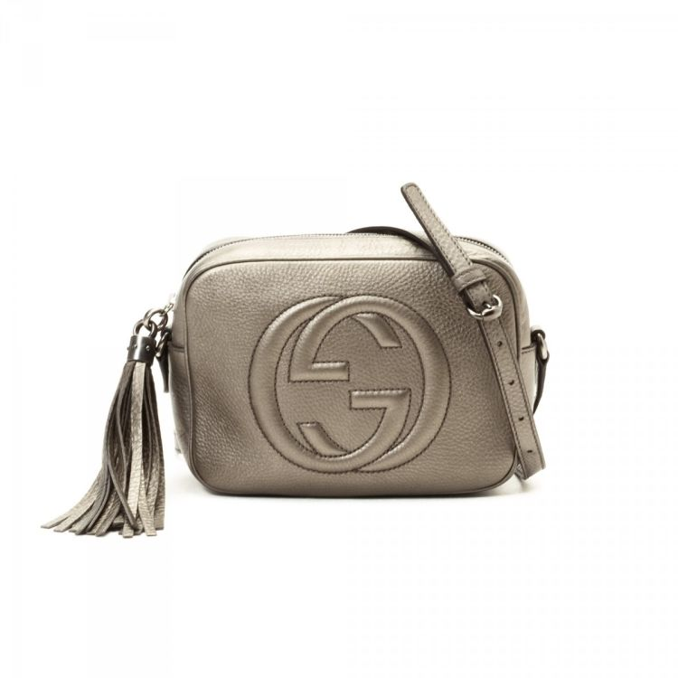 afb448882 LXRandCo guarantees this is an authentic vintage Gucci Soho Disco Bag  messenger & crossbody bag. This lovely saddle bag comes in metallic beige  leather.