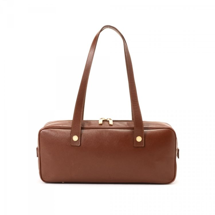 d7d0fc8d0063 LXRandCo guarantees the authenticity of this vintage Burberry shoulder bag shoulder  bag. This stylish shoulder bag was crafted in saffiano calf in brown.