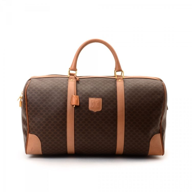 The authenticity of this vintage Céline Weekender Bag travel bag is  guaranteed by LXRandCo. Crafted in macadam coated canvas, this everyday  luggage comes in ... f49073eddc