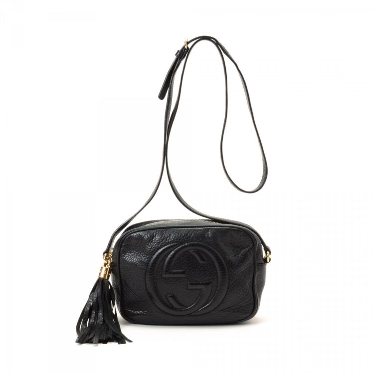 e1069ec9c1aa LXRandCo guarantees the authenticity of this vintage Gucci Soho Disco Bag  shoulder bag. Crafted in leather