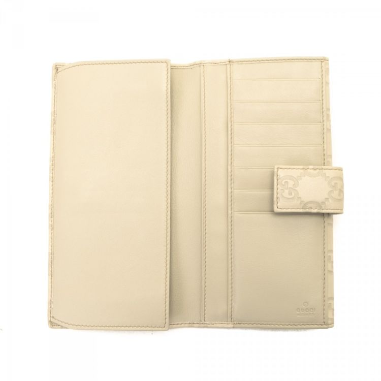 57c3b2f4e11 LXRandCo guarantees the authenticity of this vintage Gucci Princy  Continental wallet. This elegant slimfold in bone white is made in  guccissima leather.