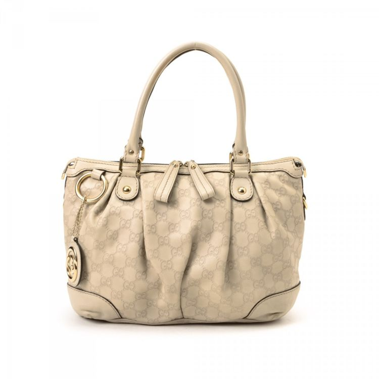 e3d292b167752a The authenticity of this vintage Gucci Sukey Bag tote is guaranteed by  LXRandCo. This practical tote bag in beautiful ivory is made in guccissima  leather.