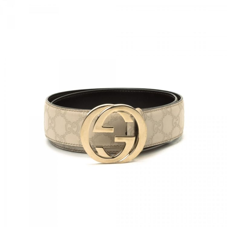 3e41a995aab LXRandCo guarantees this is an authentic vintage Gucci Interlocking G belt.  Crafted in guccissima leather