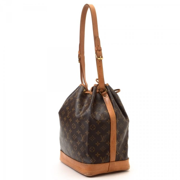 fa4aa10ee275 The authenticity of this vintage Louis Vuitton Noe shoulder bag is  guaranteed by LXRandCo. Crafted in monogram coated canvas