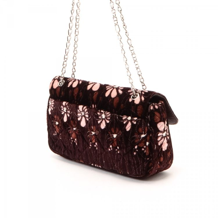 1a73b927db9f The authenticity of this vintage Prada Chain shoulder bag is guaranteed by  LXRandCo. This beautiful purse was crafted in velvet in wine red.
