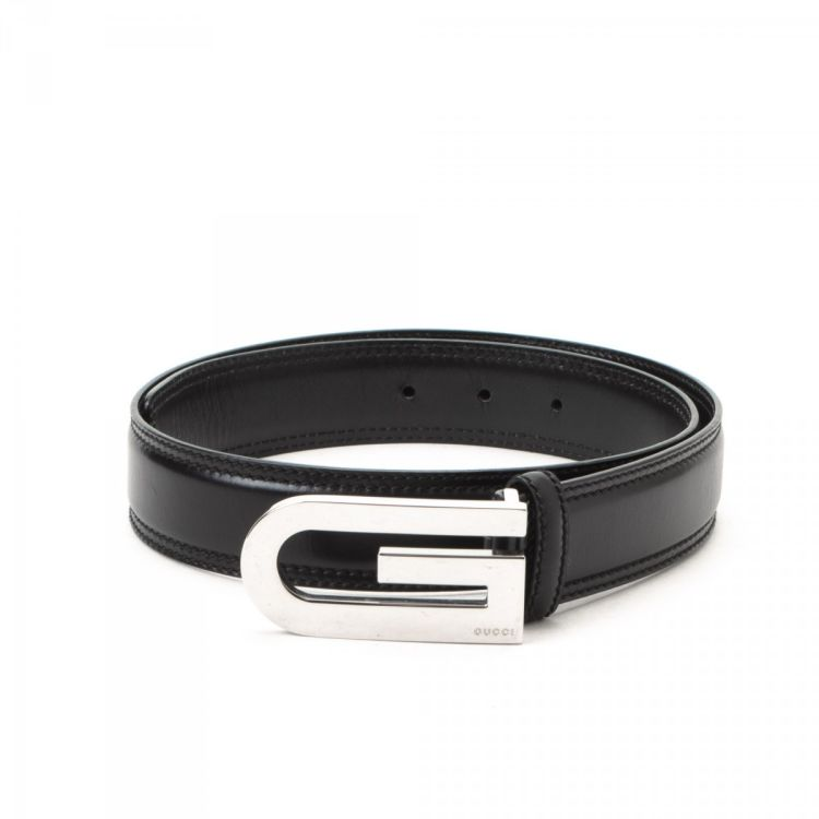 9947e712f01 The authenticity of this vintage Gucci belt is guaranteed by LXRandCo. This  classic belt comes in beautiful black leather. Due to the vintage nature of  this ...