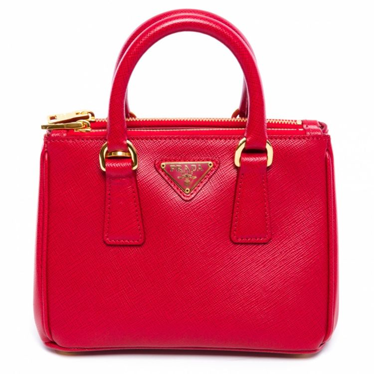 57b7cb067235 LXRandCo guarantees the authenticity of this vintage Prada Mini Galleria  1BH907 Fuoco messenger & crossbody bag. Crafted in saffiano leather, ...