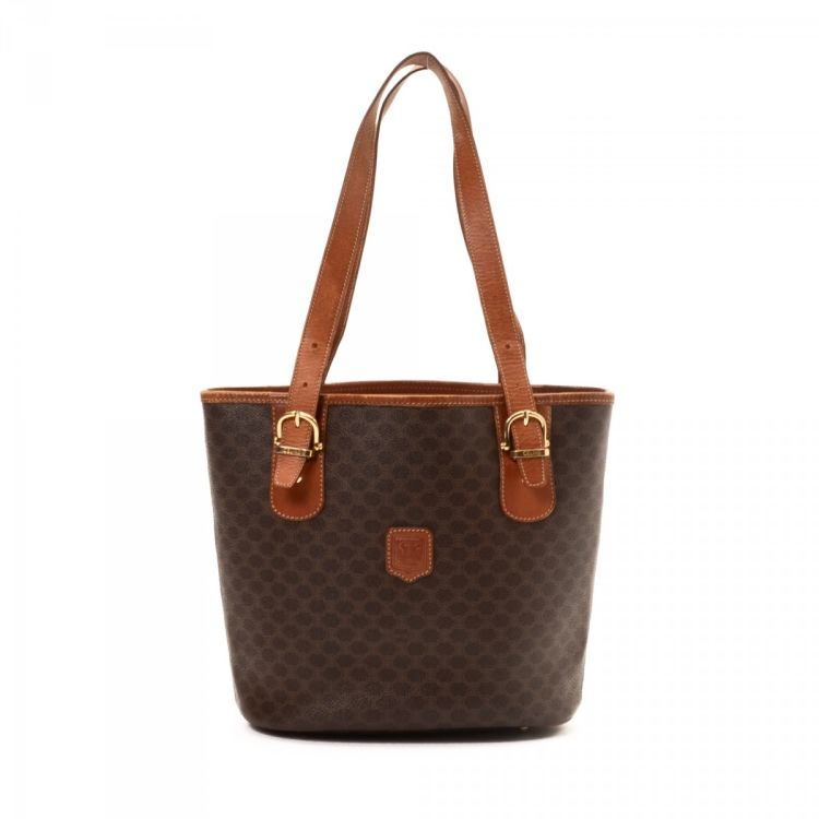 da5a995e927cc LXRandCo guarantees this is an authentic vintage Céline tote. This practical  work bag in brown is made in macadam coated canvas. Due to the vintage  nature ...
