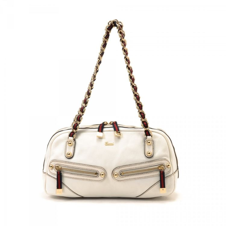 20903dde9da1 LXRandCo guarantees the authenticity of this vintage Gucci Princy shoulder  bag. This everyday purse comes in white leather. Due to the vintage nature  of ...