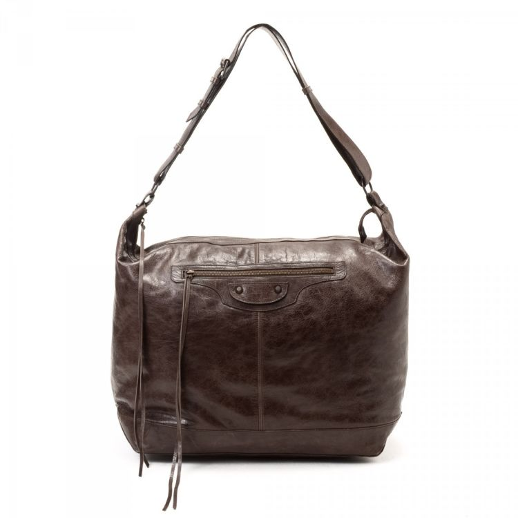 034d750290d16 LXRandCo guarantees this is an authentic vintage Balenciaga Courier  shoulder bag. This lovely bag in beautiful dark brown is made of lambskin.
