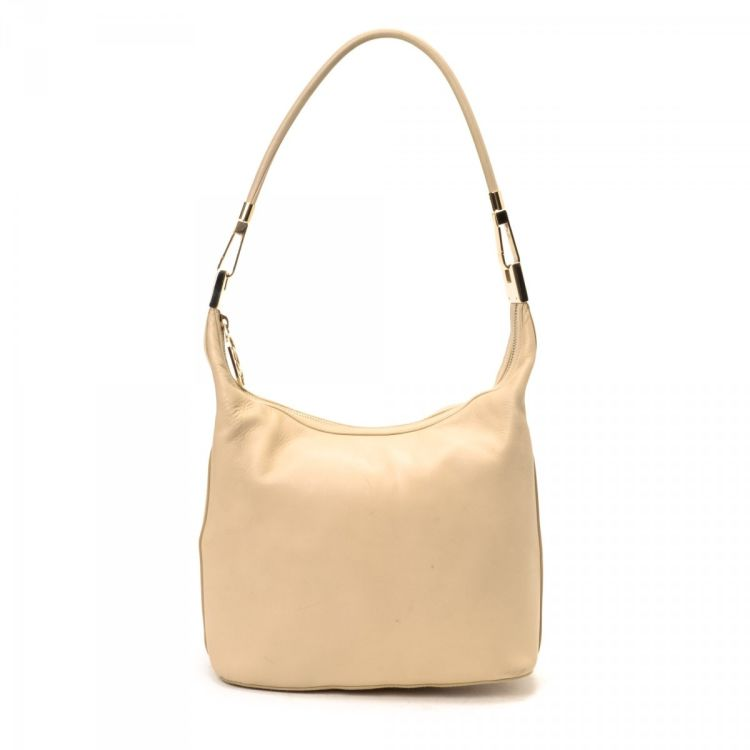 36a82eb0023 LXRandCo guarantees the authenticity of this vintage Gucci Hobo Bag  shoulder bag. This lovely bag comes in beige leather. Due to the vintage  nature of this ...