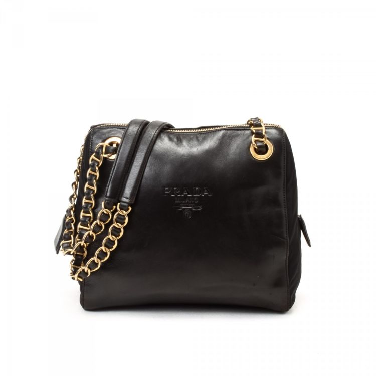 a793893f85d0 LXRandCo guarantees this is an authentic vintage Prada Nappa Chain shoulder  bag. This stylish purse in black is made in napa leather lambskin.