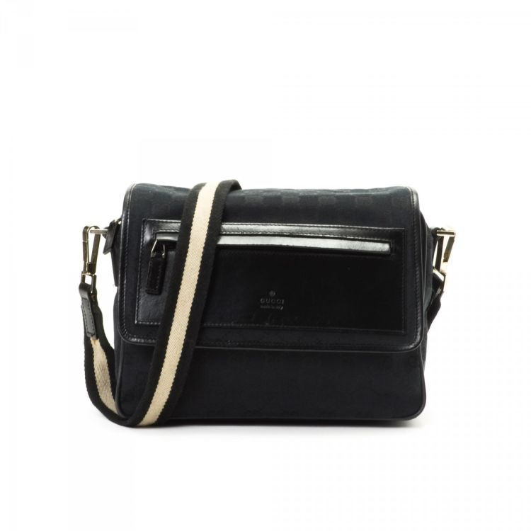 3abbb5a5bde LXRandCo guarantees this is an authentic vintage Gucci Crossbody Bag  messenger   crossbody bag. This iconic saddle bag in beautiful black is  made in gg ...