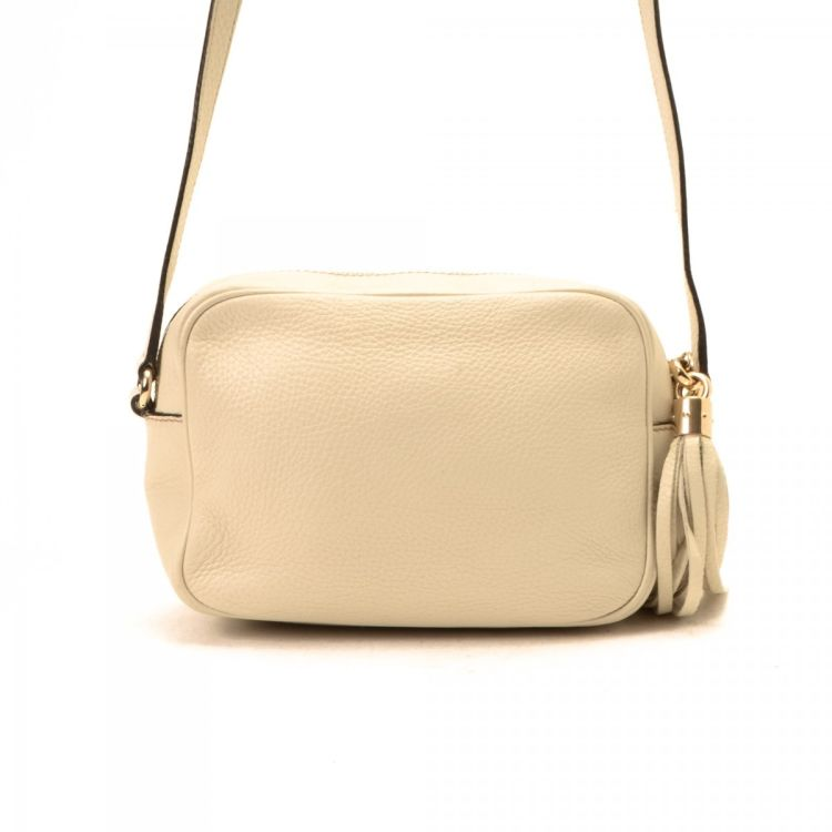 092a0f2c51b LXRandCo guarantees this is an authentic vintage Gucci Soho Disco Bag  messenger   crossbody bag. This everyday crossbody comes in ivory leather.  Due to the ...