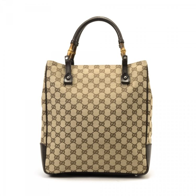 704495ad1 LXRandCo guarantees this is an authentic vintage Gucci Bamboo tote. This  beautiful tote bag in beige is made in gg canvas. Due to the vintage nature  of this ...