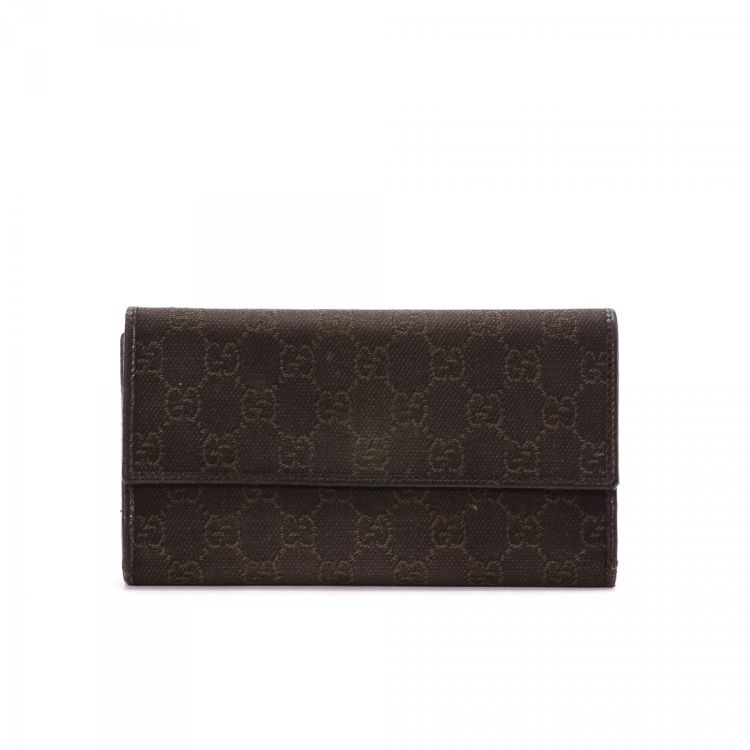 4d37ecd196fe The authenticity of this vintage Gucci Tri Fold wallet is guaranteed by  LXRandCo. This sophisticated slimfold in dark brown is made in gg canvas.