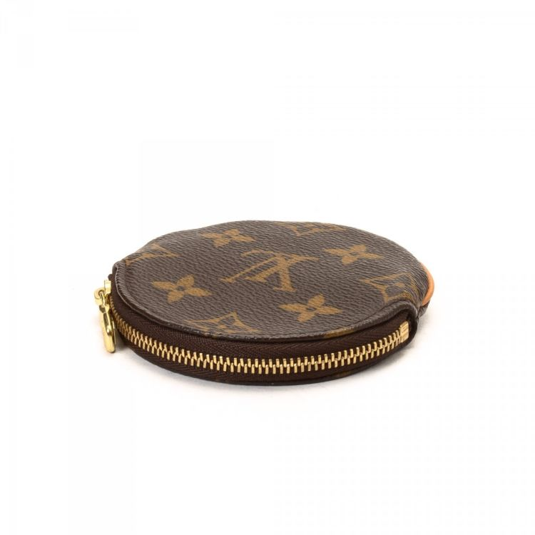 4cf5208e9f9a The authenticity of this vintage Louis Vuitton Round Coin Purse wallet is  guaranteed by LXRandCo. Crafted in monogram coated canvas