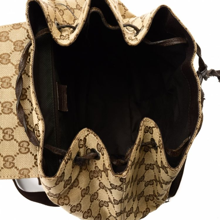 e9d5f3862ef LXRandCo guarantees the authenticity of this vintage Gucci backpack. This stylish  knapsack comes in beautiful canvas. Fair condition  (B)