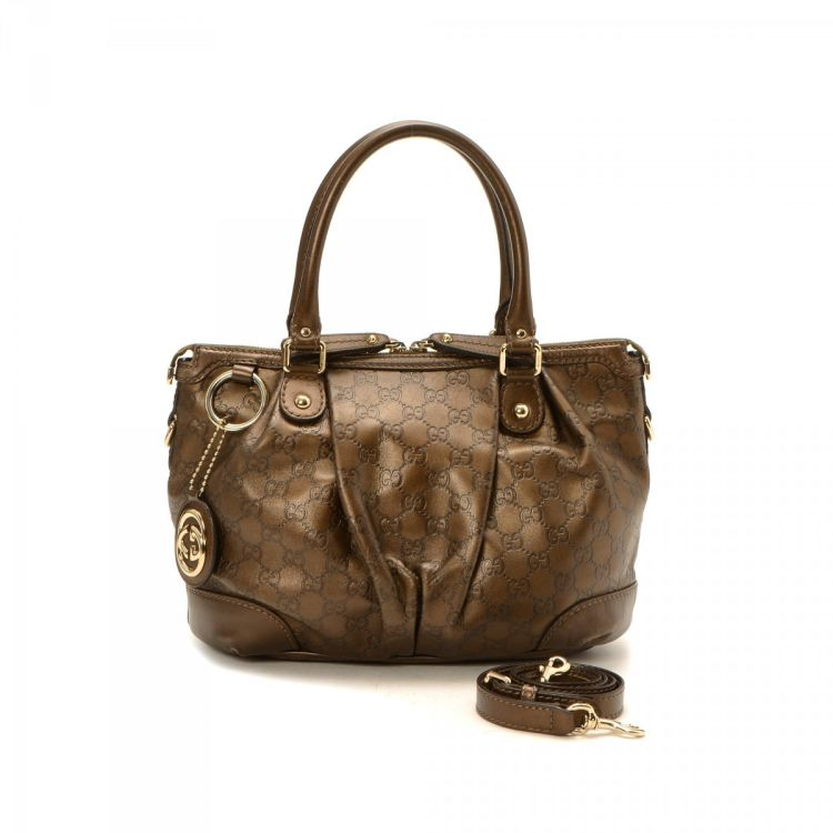 2ddbadbab915c2 The authenticity of this vintage Gucci Sukey tote is guaranteed by LXRandCo.  This stylish bag was crafted in guccissima leather in bronze.
