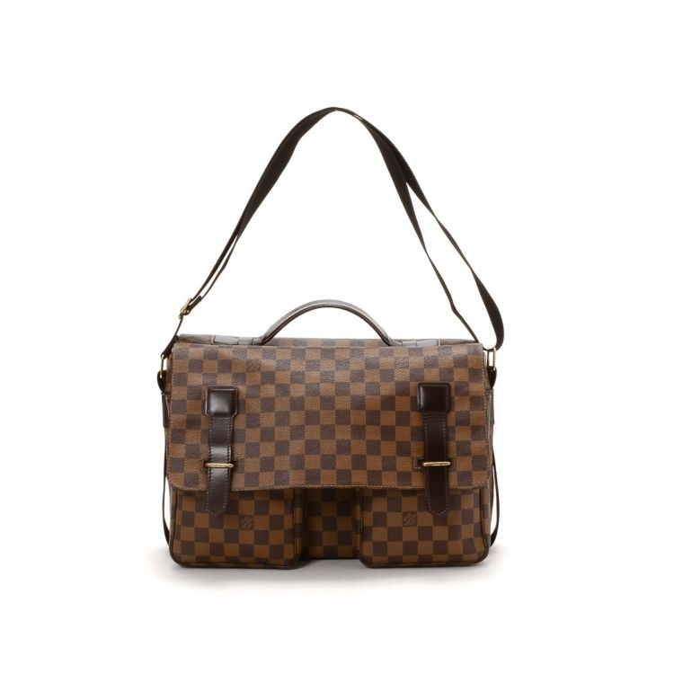 de1e4ec35053 LXRandCo guarantees the authenticity of this vintage Louis Vuitton Broadway  messenger   crossbody bag. This chic crossbody was crafted in damier ebene  ...