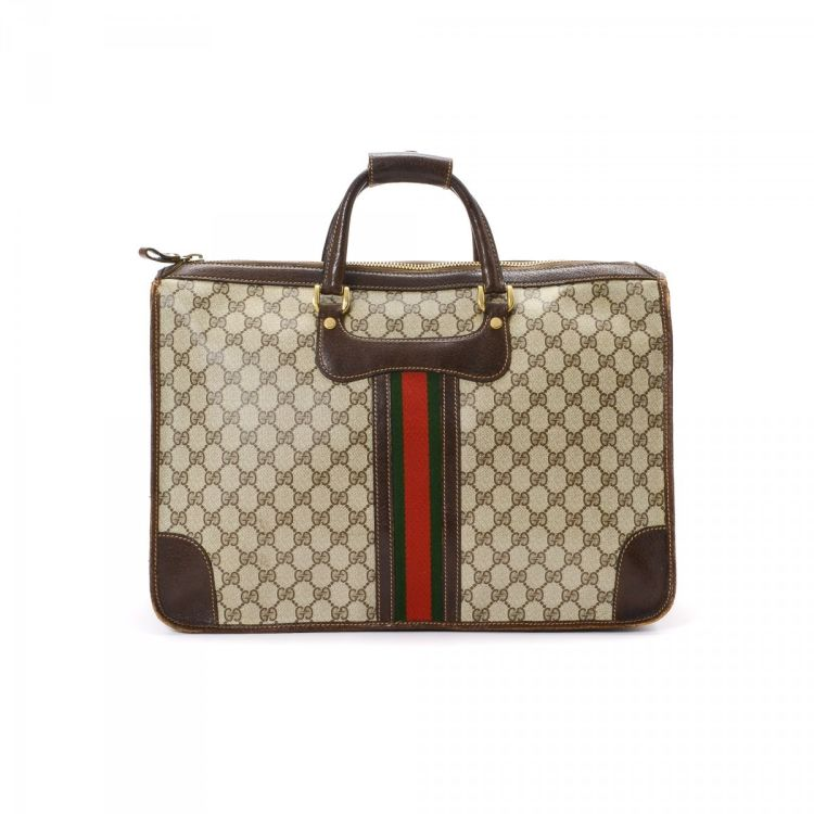 f2236e6e0c25 The authenticity of this vintage Gucci Business Bag briefcase is guaranteed  by LXRandCo. Crafted in gg coated canvas, this refined travel briefcase  comes in ...