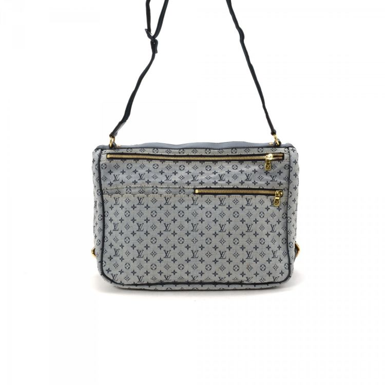 louis vuitton crossbody white. the authenticity of this vintage louis vuitton sac maman diaper bag messenger \u0026 crossbody is guaranteed by lxrandco. lovely saddle comes in white