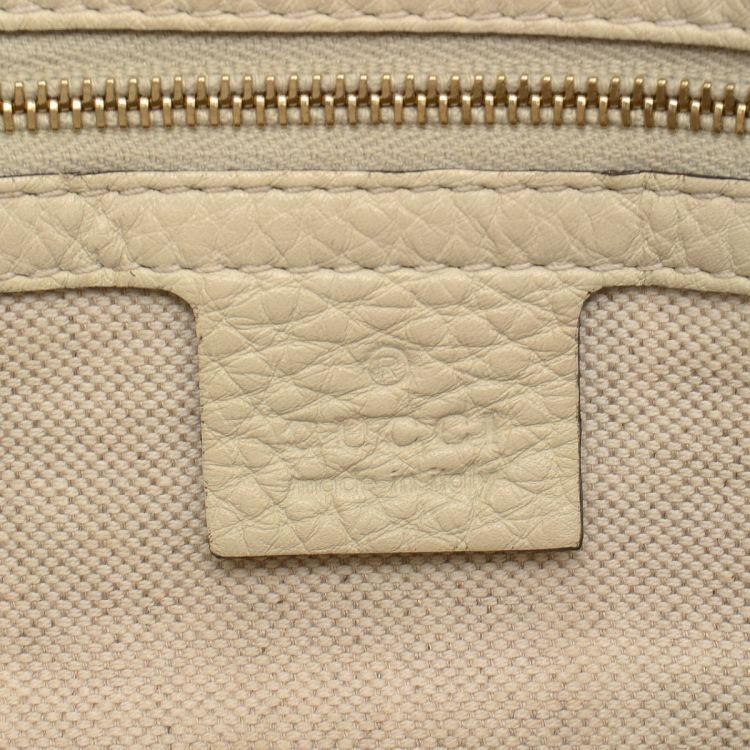 9dfaae056d7f The authenticity of this vintage Gucci tote is guaranteed by LXRandCo. This  signature tote bag comes in refined raffia. Good condition* (AB)