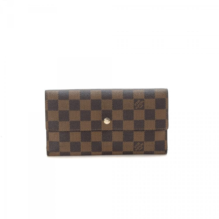 15d2d09fcc320 LXRandCo guarantees this is an authentic vintage Louis Vuitton Porte-tresor  International wallet. This chic card holder comes in refined coated canvas.