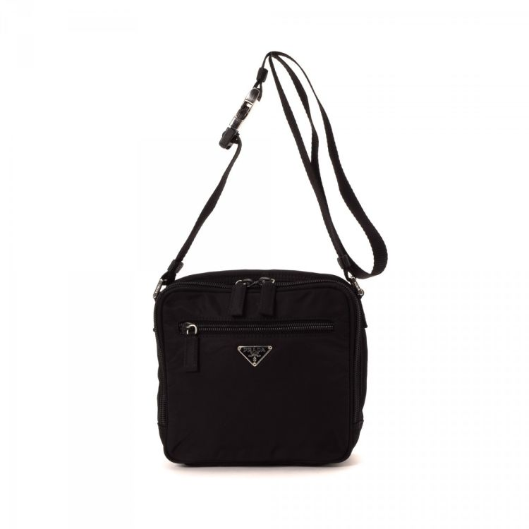 eea1729917 LXRandCo guarantees this is an authentic vintage Prada shoulder bag. This  iconic pocketbook comes in classic nylon. Very good condition  (A)