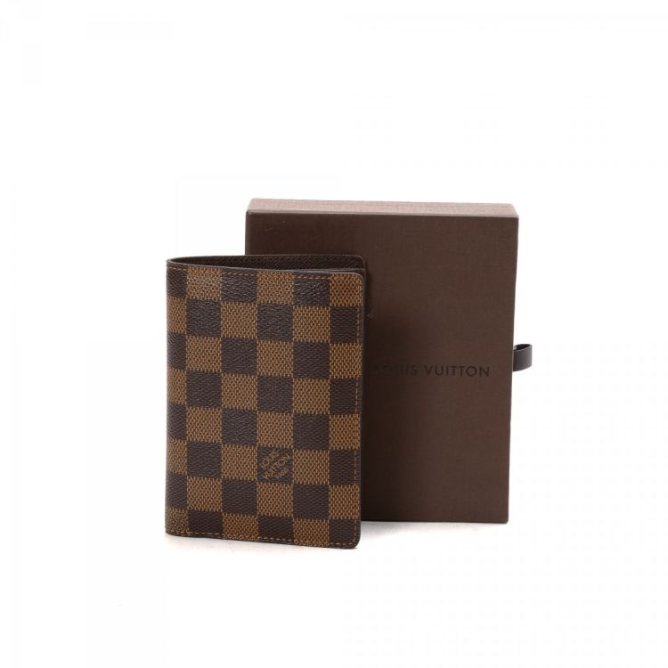 9c22ea3e10f7 LXRandCo guarantees this is an authentic vintage Louis Vuitton James wallet.  This sophisticated card case comes in refined coated canvas. Good  condition  ...