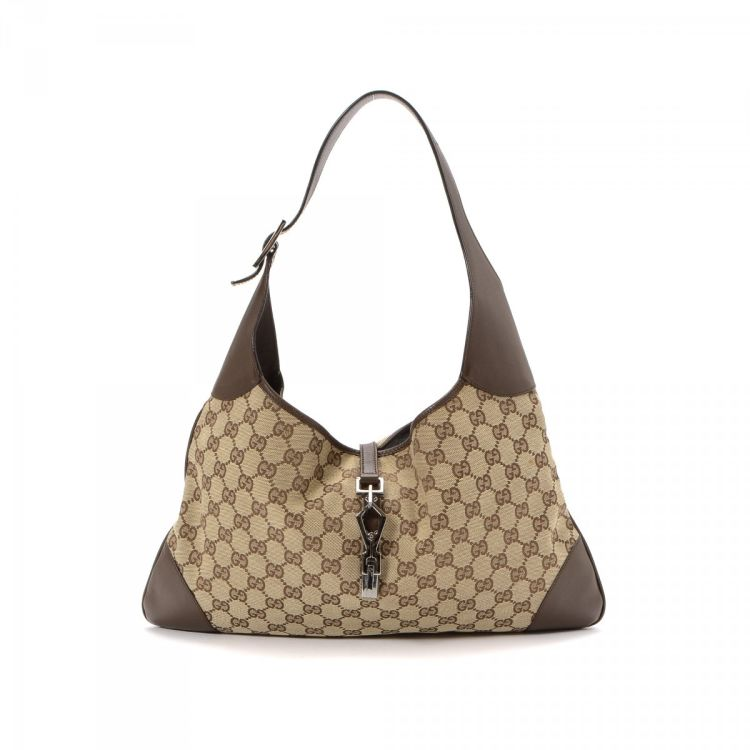 2d09848efbc The authenticity of this vintage Gucci Jackie shoulder bag is guaranteed by  LXRandCo. Crafted in gg canvas